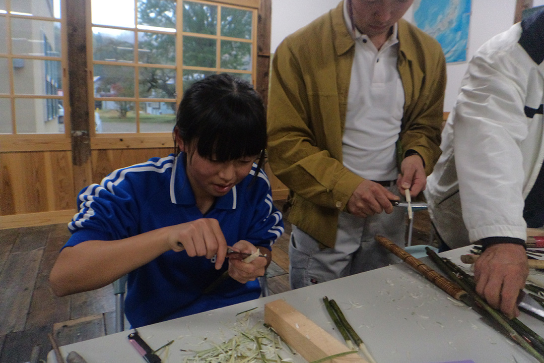 昭和村自然木箸づくり体験